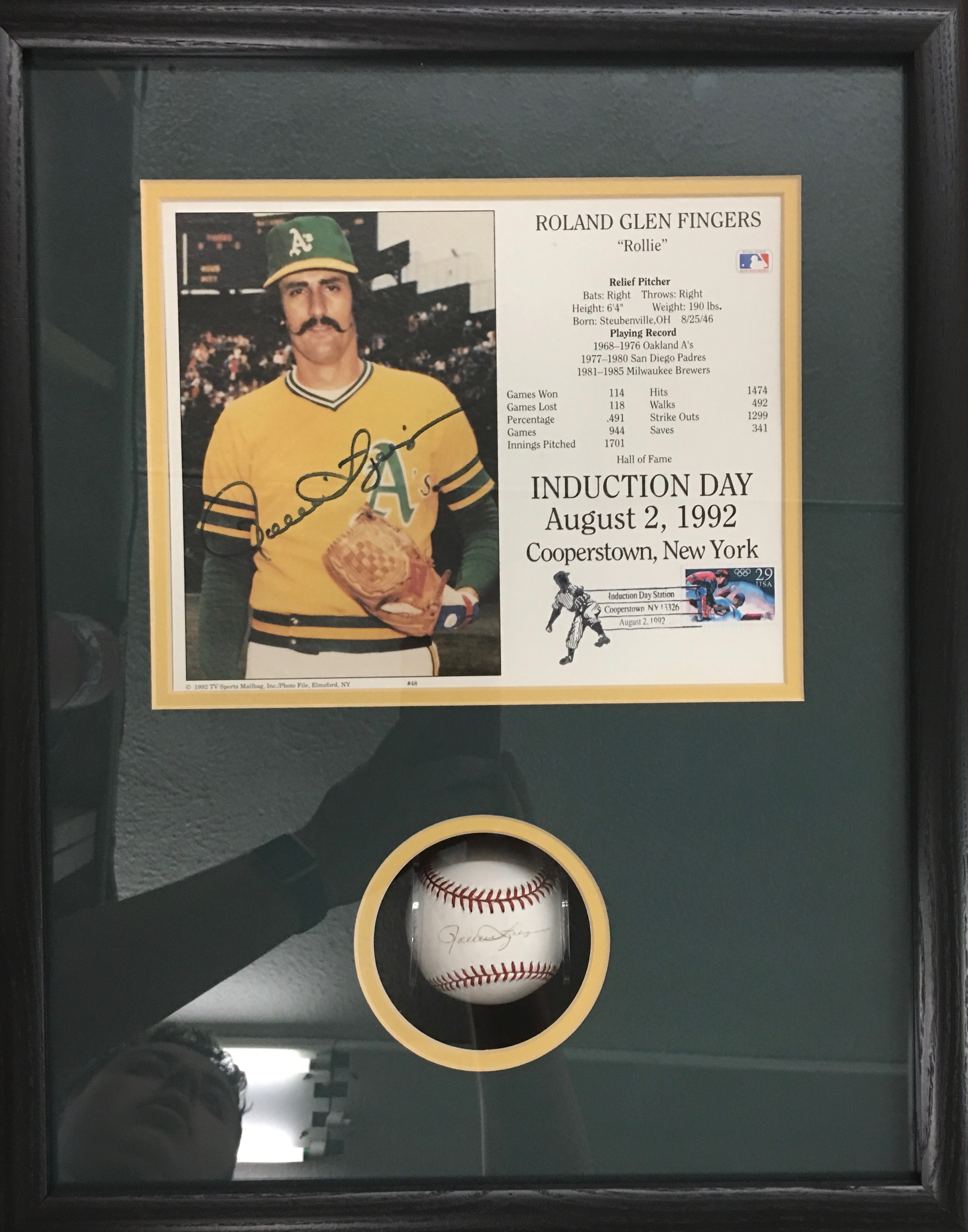 Rollie fingers signed baseball shadowbox