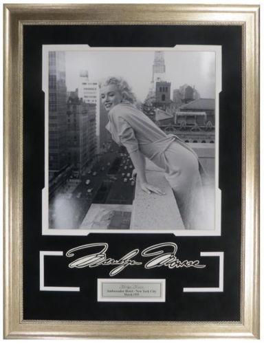 Marilyn Monroe 11x14 w/ vinyl signature