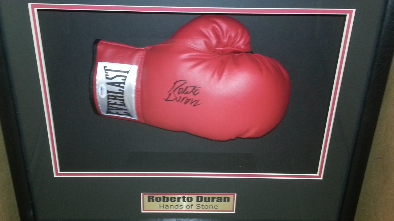Roberto Duran signed Everlast glove PSA/DNA
