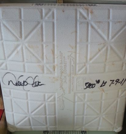 Derek Jeter signed 3,000 hit game