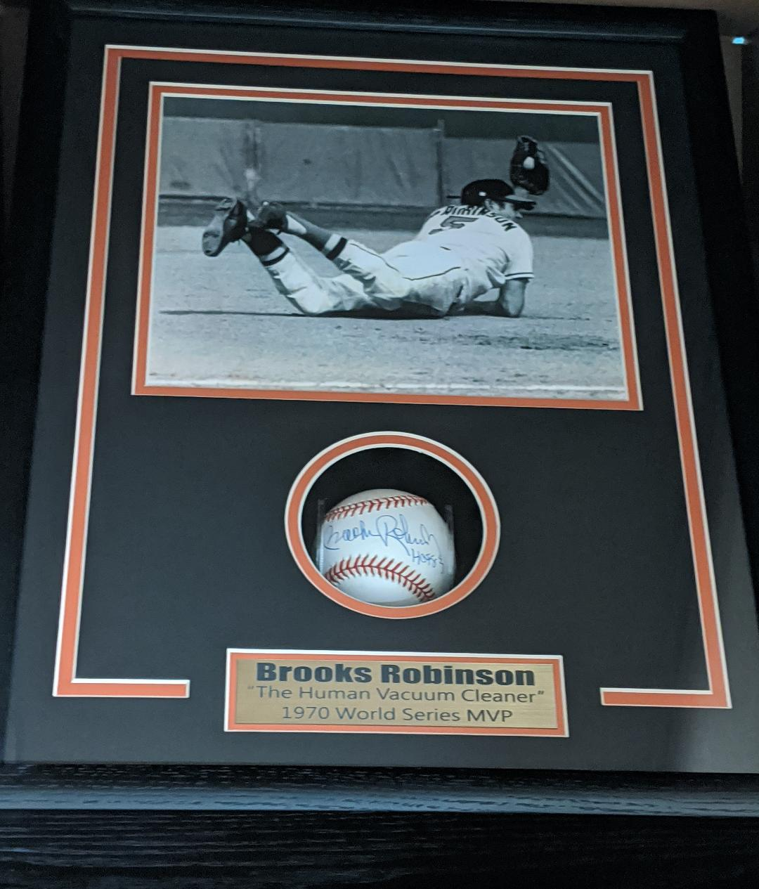 BROOKS ROBINSON SIGNED BASEBALL SHADOWBOX