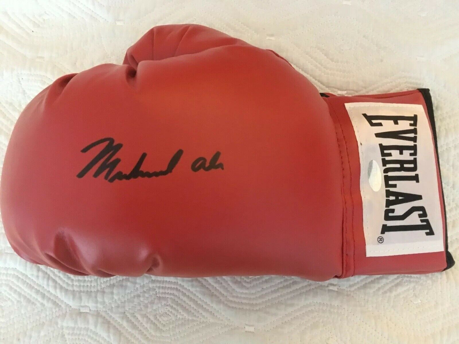 MUHAMMAD ALI SIGNED GLOVE (STEINER) SHADOWBOXED