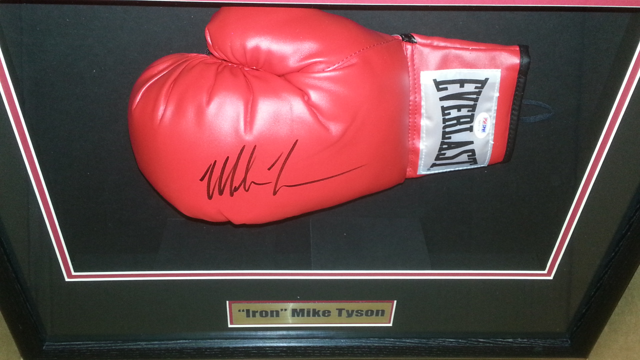 Mike Tyson signed Everlast glove PSA/DNA (custom shadowboxed)