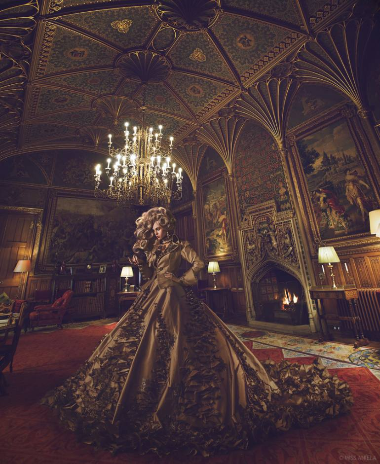 Miss Aniela | *NEW* Golden Gothic, 1/3, Large edition - Limited Edition 1 of 3