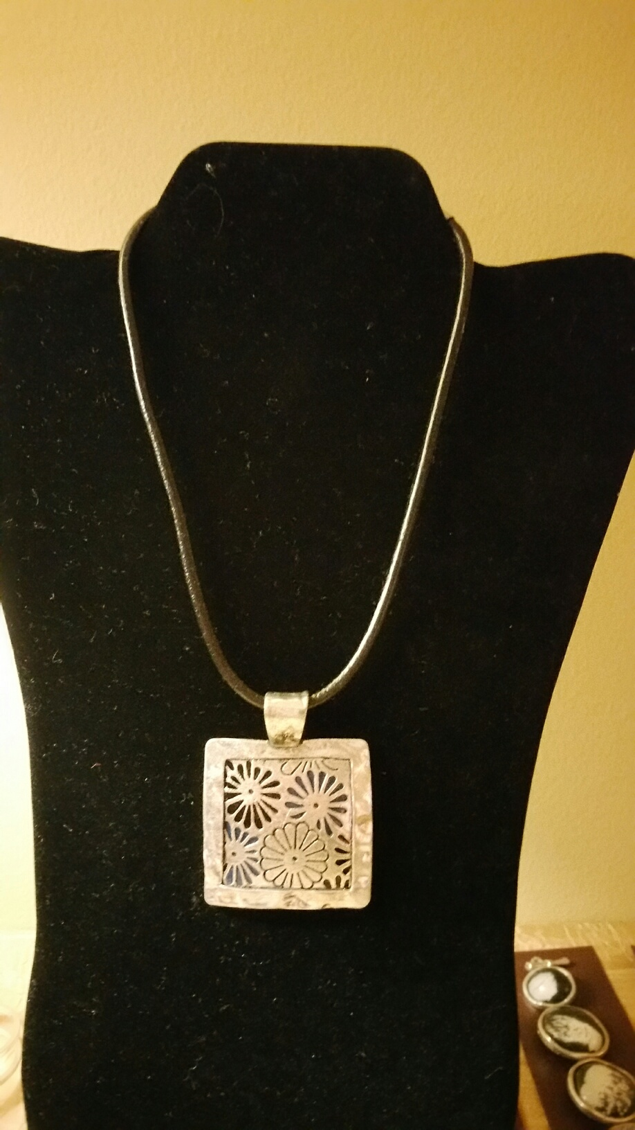 Square Florwers Necklace 1N60