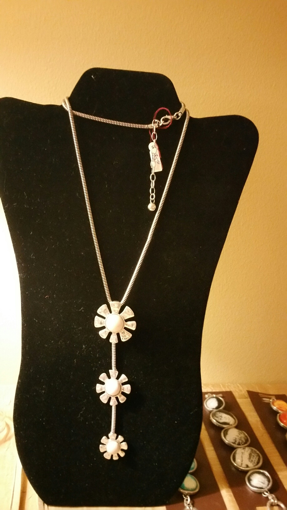 White Flowers Long Necklace 1N32