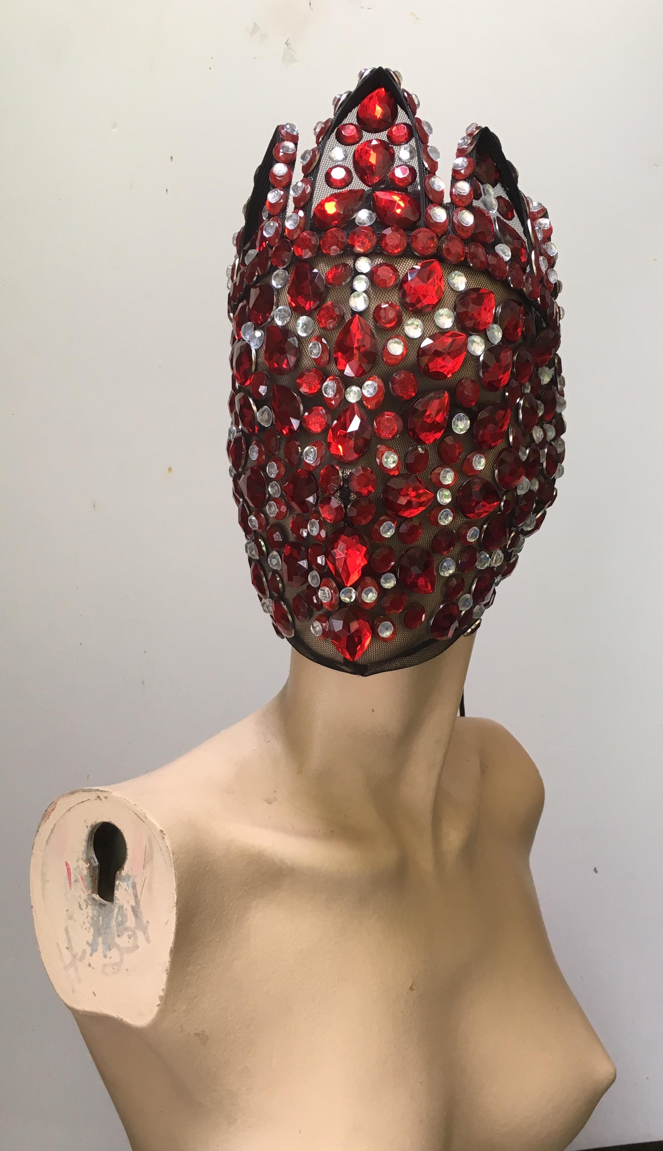 RoyaltyMask (red)