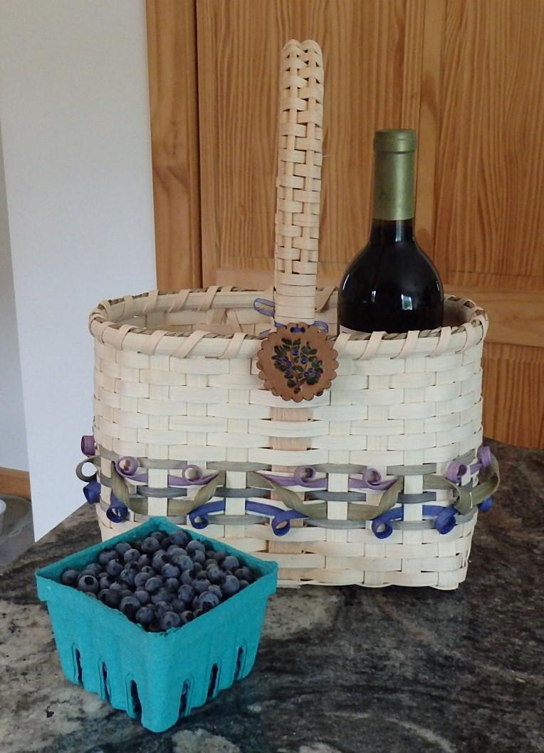 WINE TOTE/BLUEBERRY DESIGN