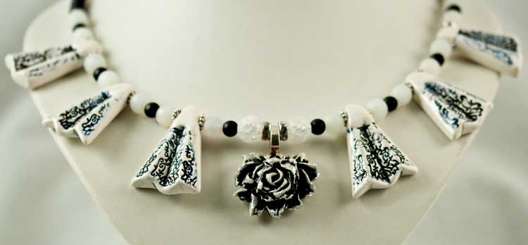 BlackNWhite Necklace