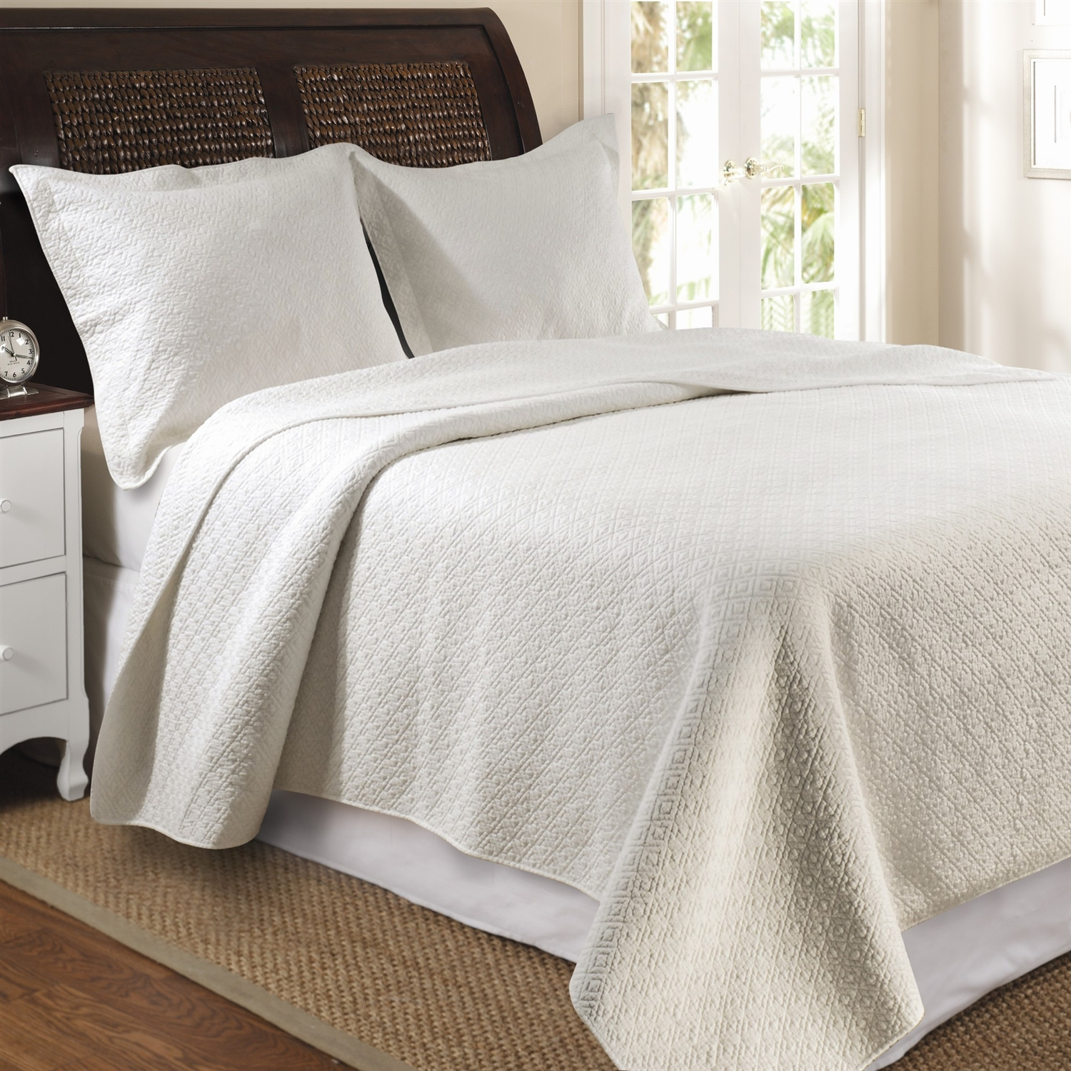 Full / Queen 100% Cotton Quilt Set in Ivory with Diamond Pattern: GVQFQ75015 : Update your bedroom with this modern yet sophisticated Full / Queen 100% Cotton Quilt Set in Ivory with Diamond Pattern. It enhances the durability and the softness in a light, airy feel. Intricately stitching in concentric diamond pattern; Oversized for better mattress coverage; Machine washable; Twin set includes 1 quilt and 1 standard sham; Full / Queen and King set includes 1 quilt and 2 standard shams; Product Type: Quilt/Coverlet set; Sham Material: Cotton; Reverse Side Material: Cotton; Pattern: Solid.