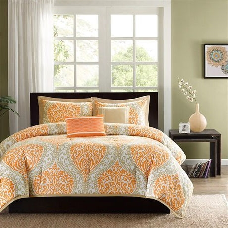 This Full size Orange Damask Comforter Set with 2 Shams and 2 Decorative Pillows is the perfect way to make a fashion statement in your bedroom. The large black and gray damask print creates a dramatic look with this comforter.