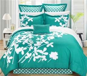 Queen size Turquoise 7-Piece Floral Bed in a Bag Comforter Set. Elegant floral design reversible comforter set done over a panel printing like a photo frame. Enjoy this large scale print, which will make your bed feel like a real life garden. Reversible contrast print allows you to switch your bedroom decor at a glance. Luxury decorative pillow included. Elegant floral, reversible comforter, Bed skirt, shams, decorative pillow. Set includes: 1 reversible comforter, 1 Bed skirt, 2 shams, 2 euro shams, 1 decorative pillow.