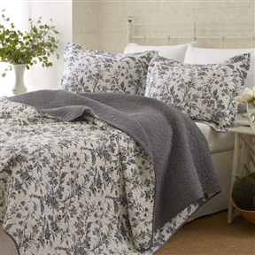 Get very cozy under this King size 3-Piece Reversible Quilt Set in Cotton Blend Grey White Floral Design. We understand that bed linen is the most important design feature in any bedroom. Pattern: Nature/Floral; Gender: Female; Life Stage: Adult; Reversible: Yes; Cleaning Method: Machine washable; Country of Manufacture: China; Color: Gray and white.