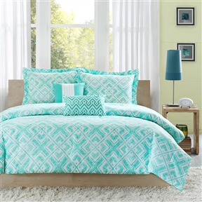 The teal and white geometric square print of this Full / Queen Comforter Set w/ Geometric Light Teal Squares creates a fun youthful look with this comforter. A solid teal covers the reverse. Made from polyester for a soft touch and easy care. Machine wash cold, gentle cycle, and separately. Do not bleach. Tumble dry low, remove promptly, do not iron. If there is no free movement in the washer or dryer, use large capacity commercial washer/dryer.