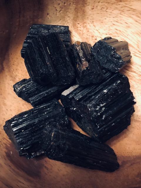 BLACK TOURMALINE (ROUGH)