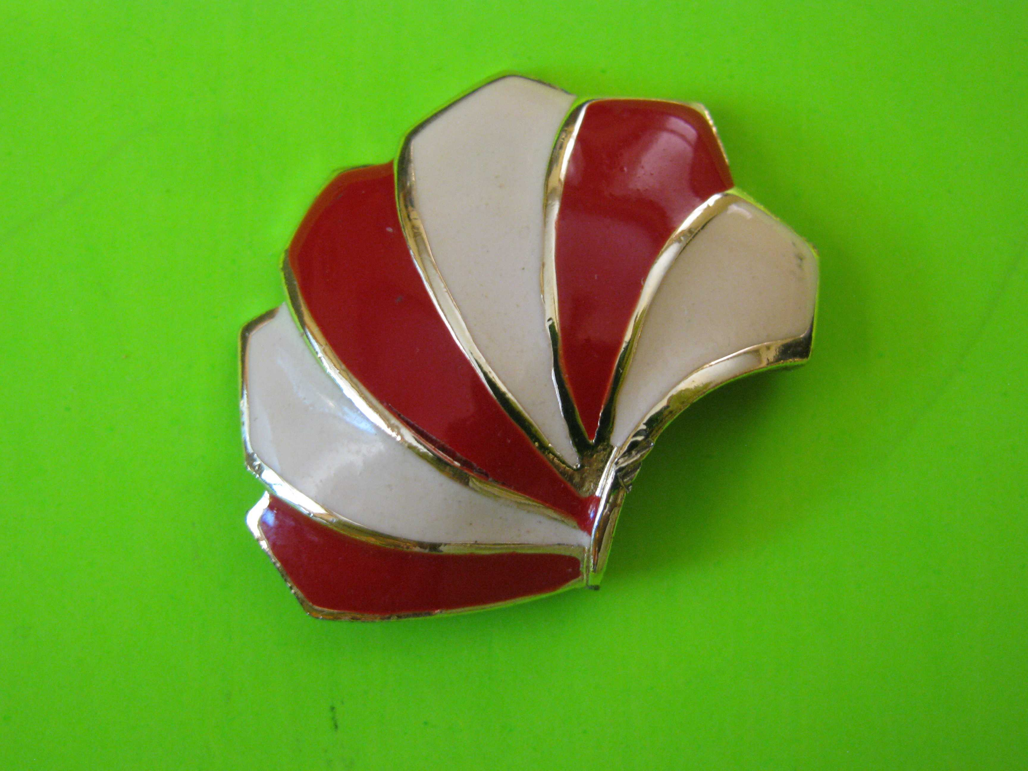 Art Deco Red and White Oblong Sea-Shell Shaped Metal Button with Metal Claw Shank