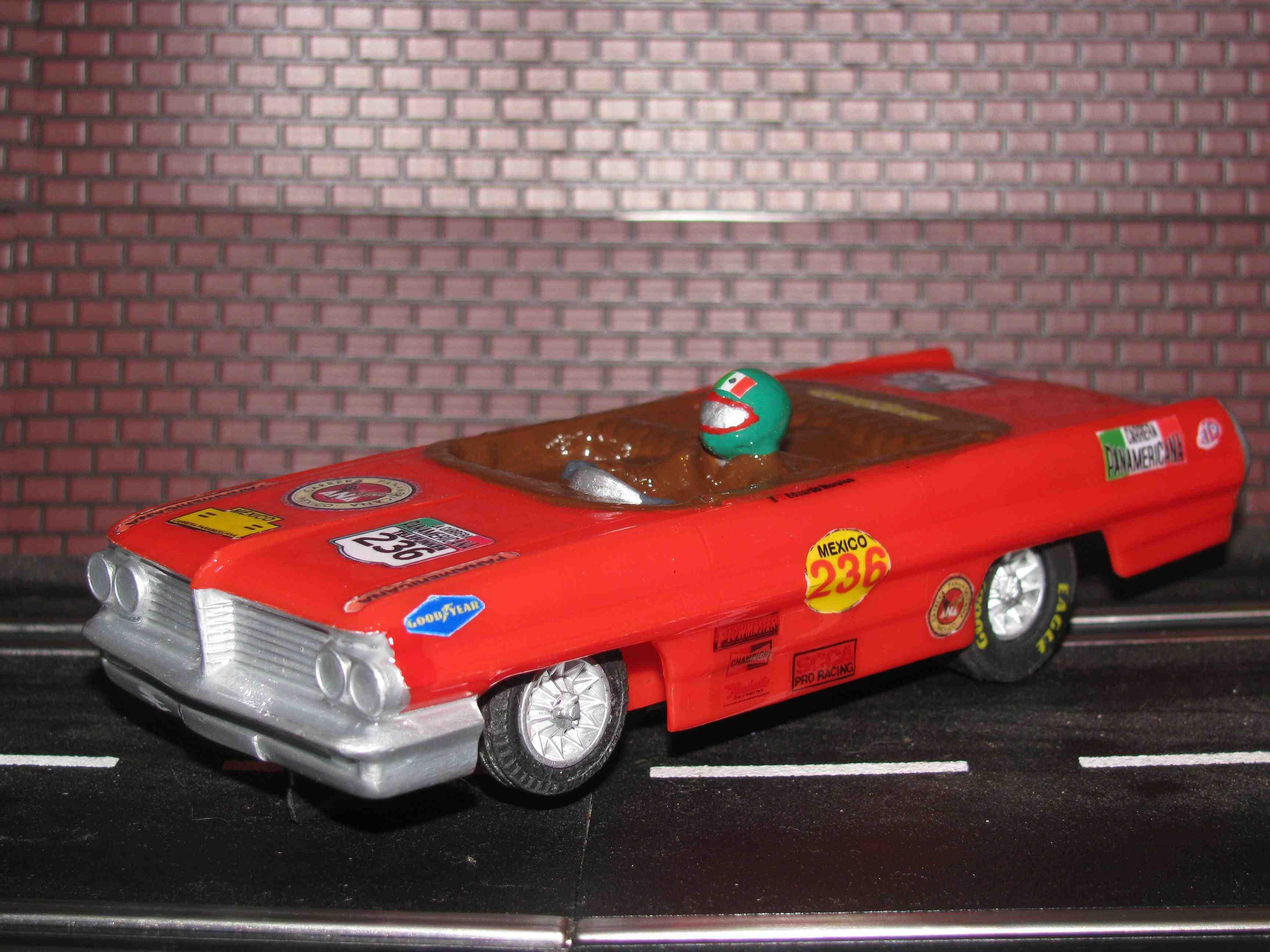 * SOLD * VINTAGE STROMBECKER 1962 PONTIAC BONNAVILLE CONVERTIBLE SLOT CAR - 1/32 SCALE - Car 236