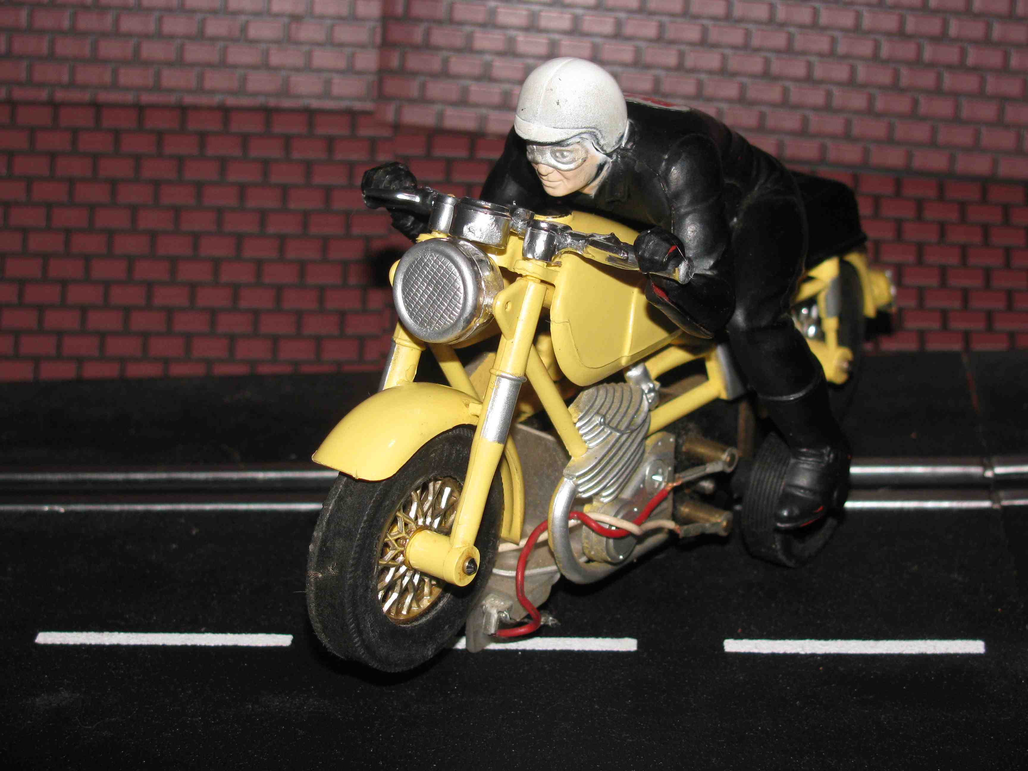 AURORA MOTORCYCLE SLOT CAR Yellow with Driver (1/32 – 1/24 Scale) VINTAGE & RARE