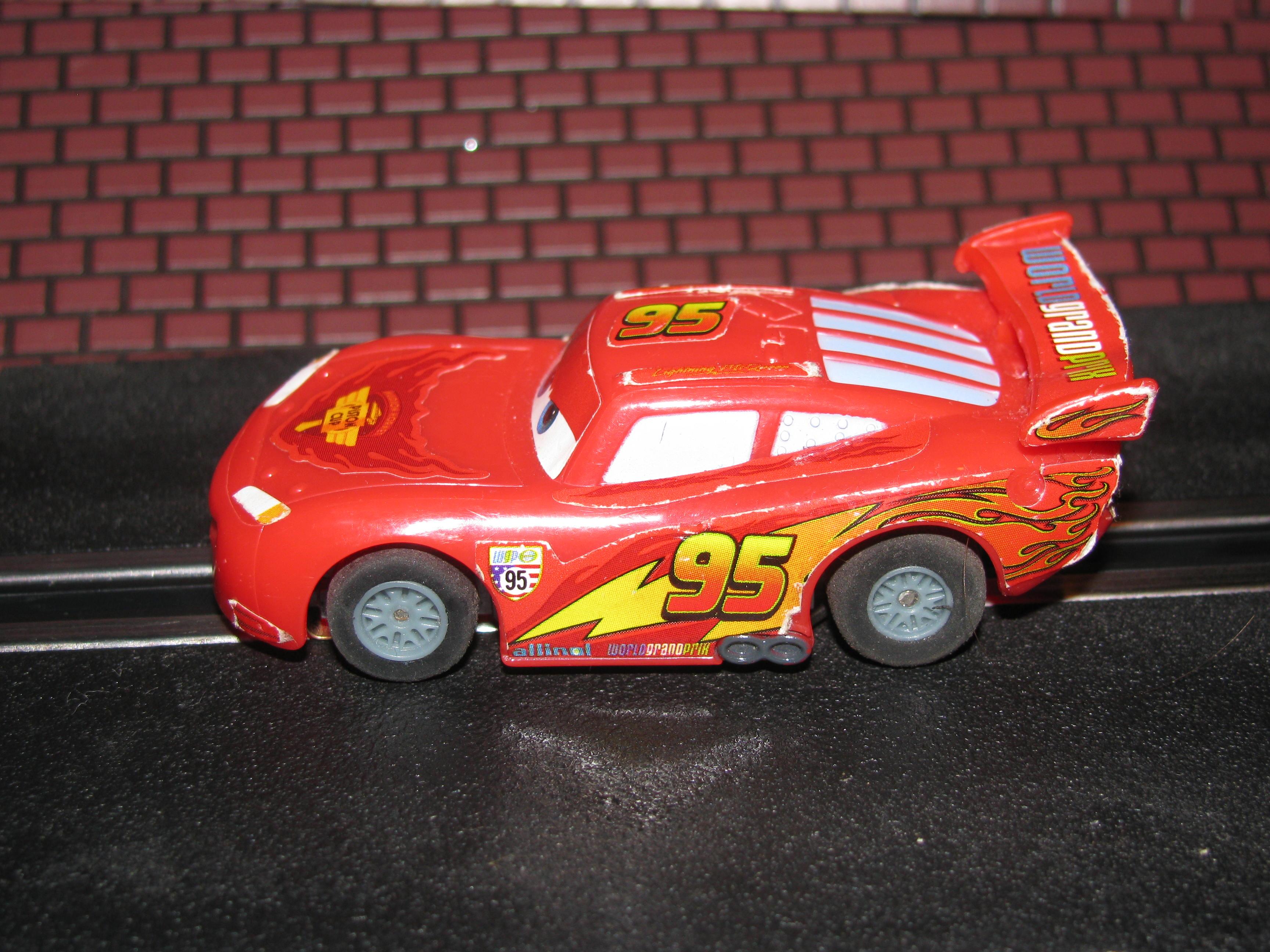 HO Slot Car #95 Lightning McQueen (Disney/Pixar) with Guide Post