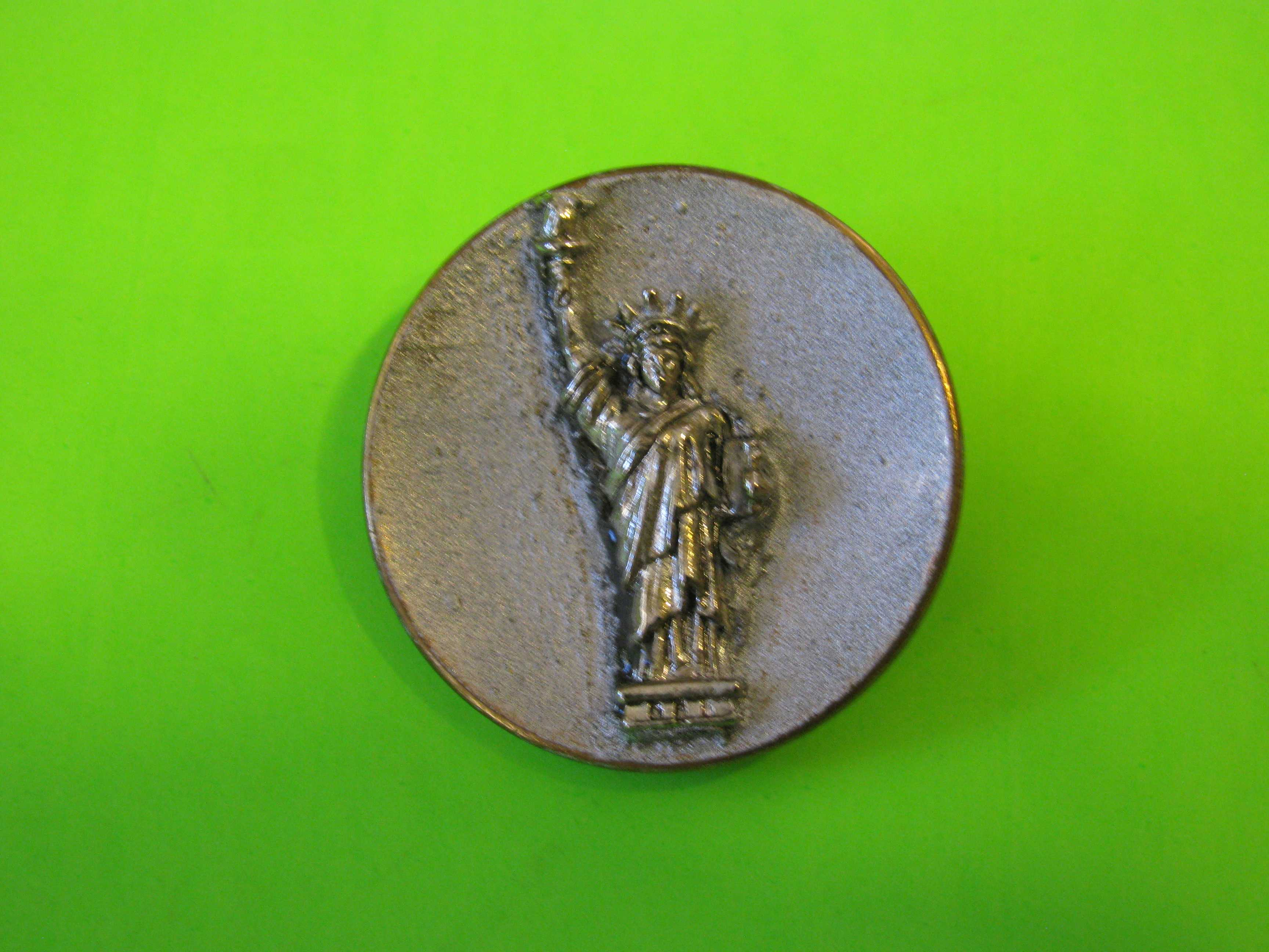 Statue of Liberty Button in Metal & Pewter with Brass Loop Shank