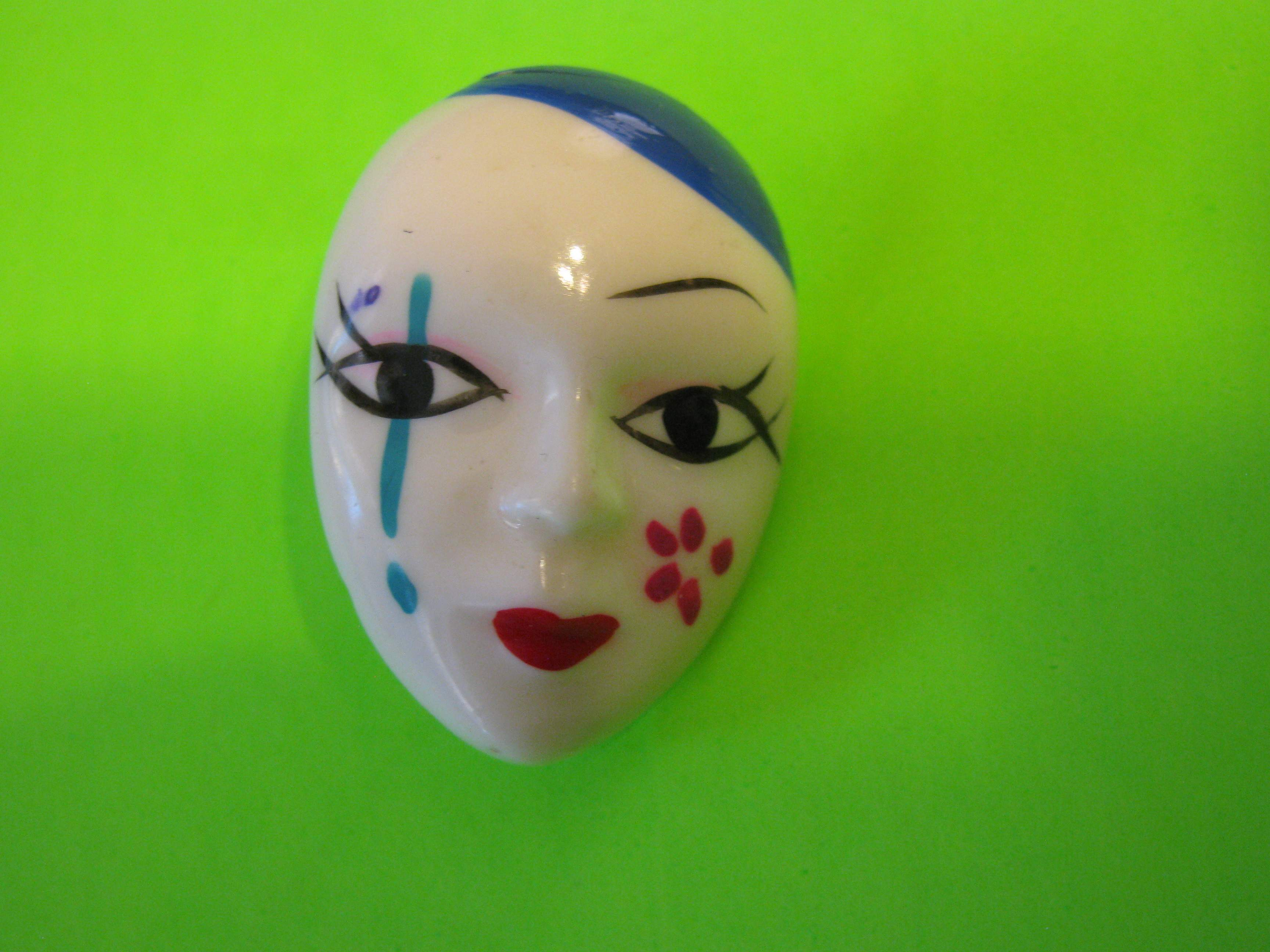Classic Japanese Style Face Mask Plastic Button with Metal Loop Shank