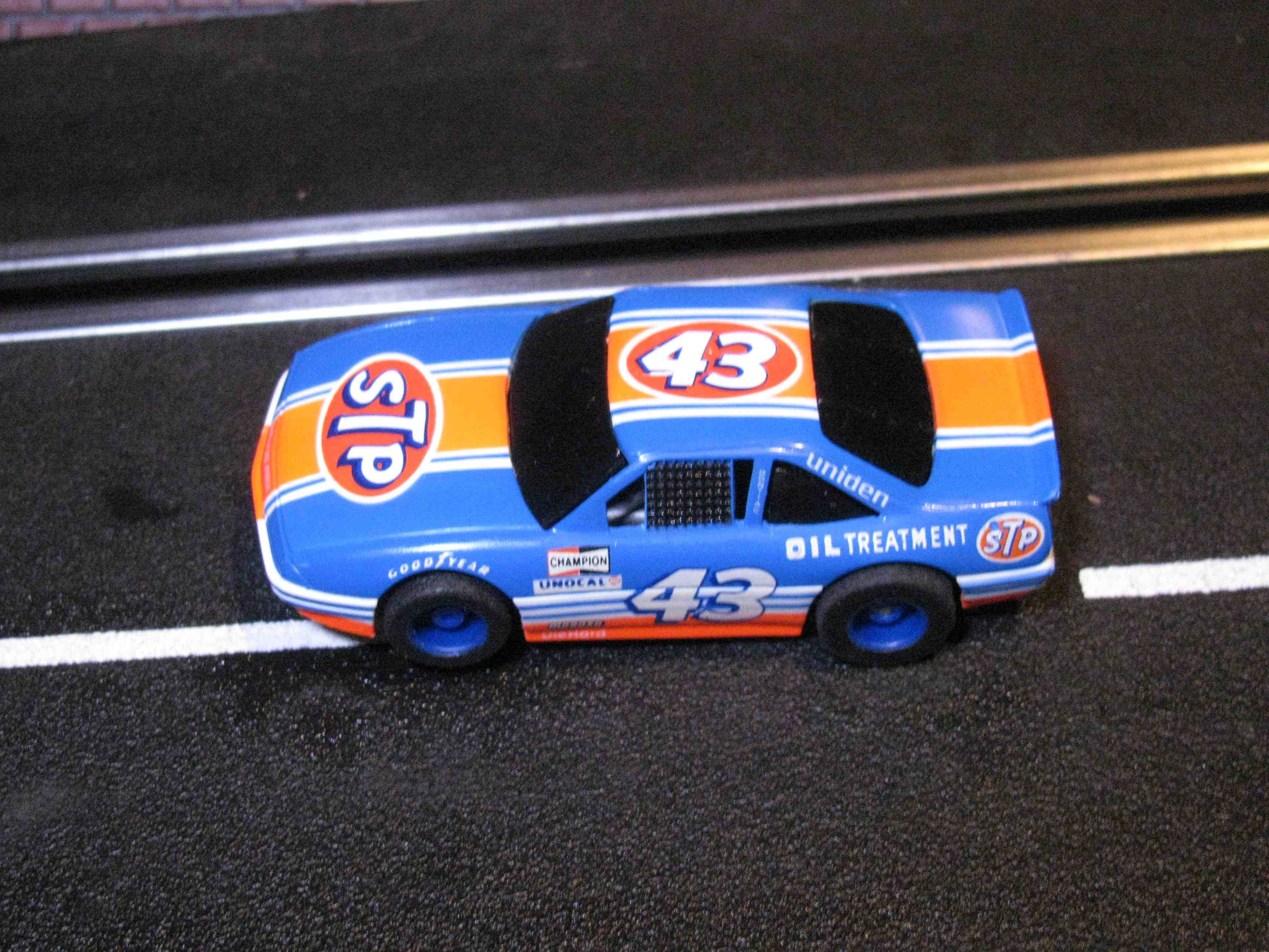 Tyco Like-Like Richard Petty HO Slot Car #43 - Grand Prix (STP) with Guide Post (1992)