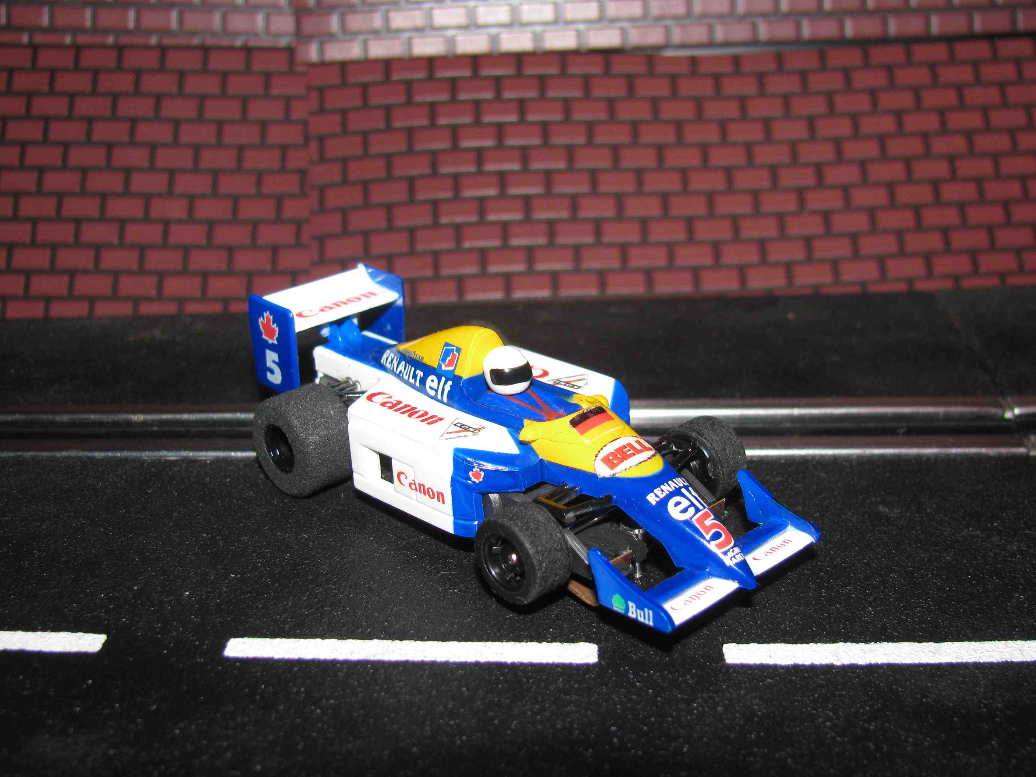 *SOLD* TYCO Renault-elf – Formula 1 - HO Slot Car - Car#5 – W/Guide Post