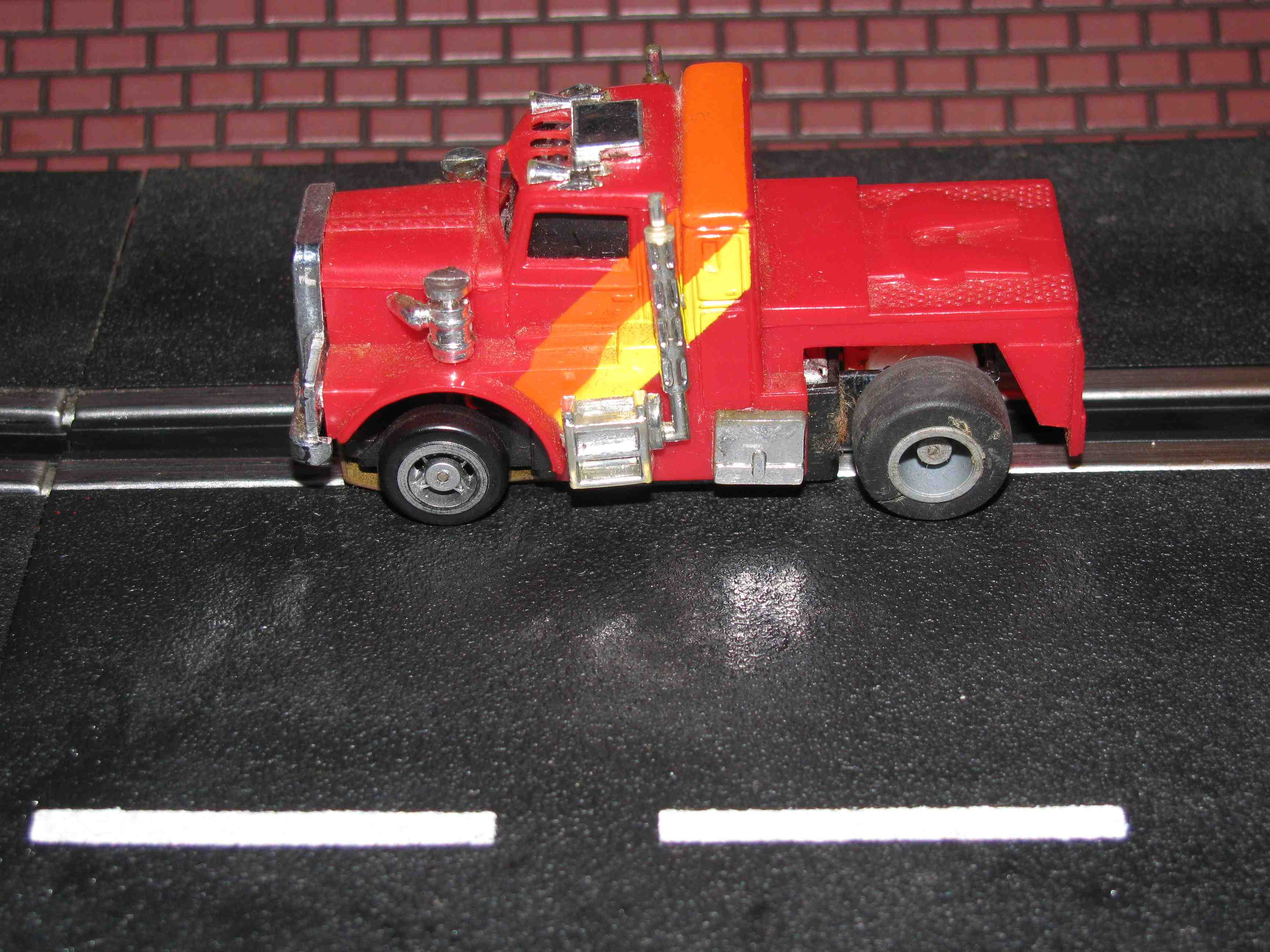 * SOD * Vintage IDEAL HO Semi Truck (1981) with Guide Post