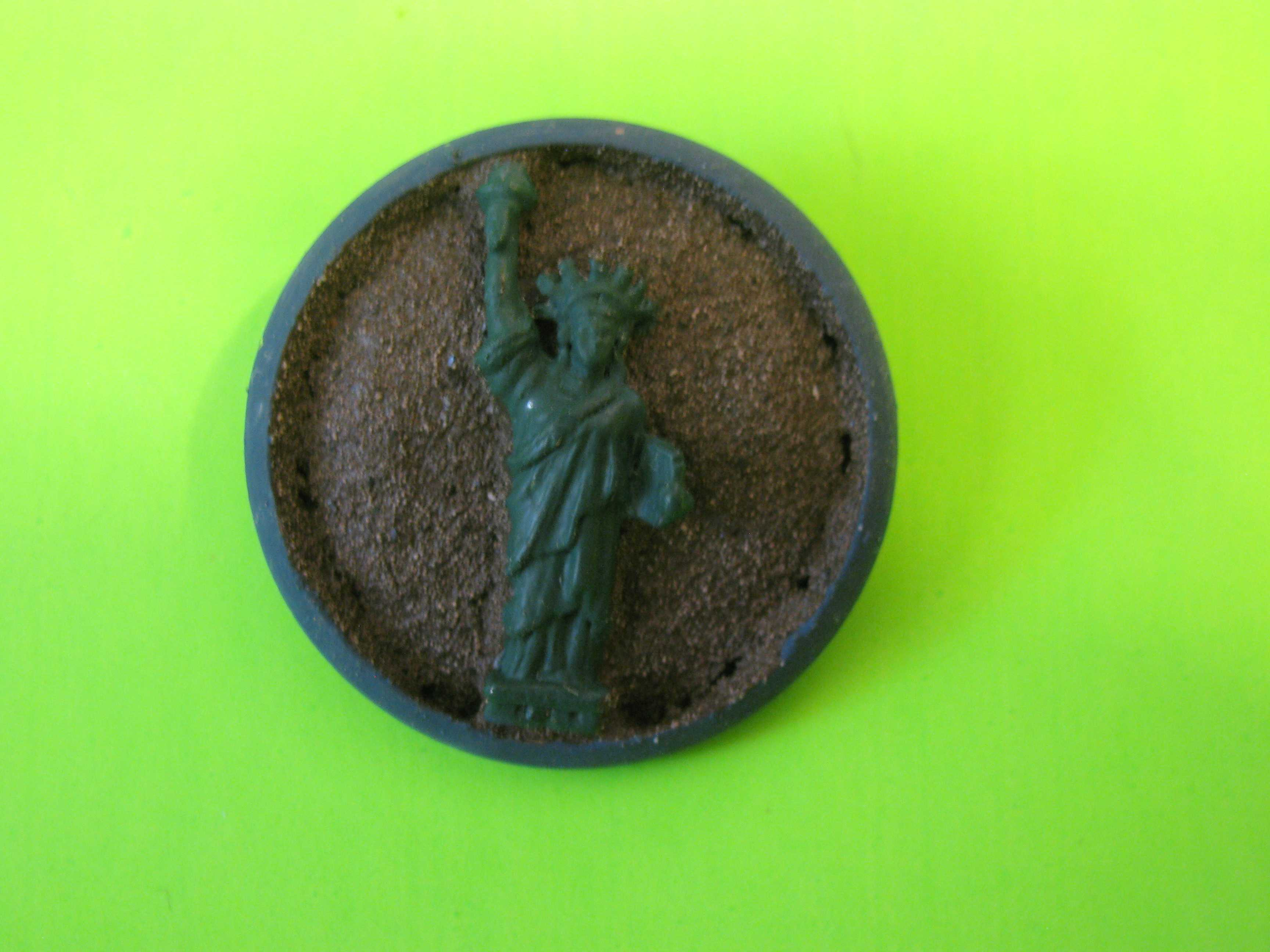 Statue of Liberty Metal Button with Detail Back and Metal Loop Shank
