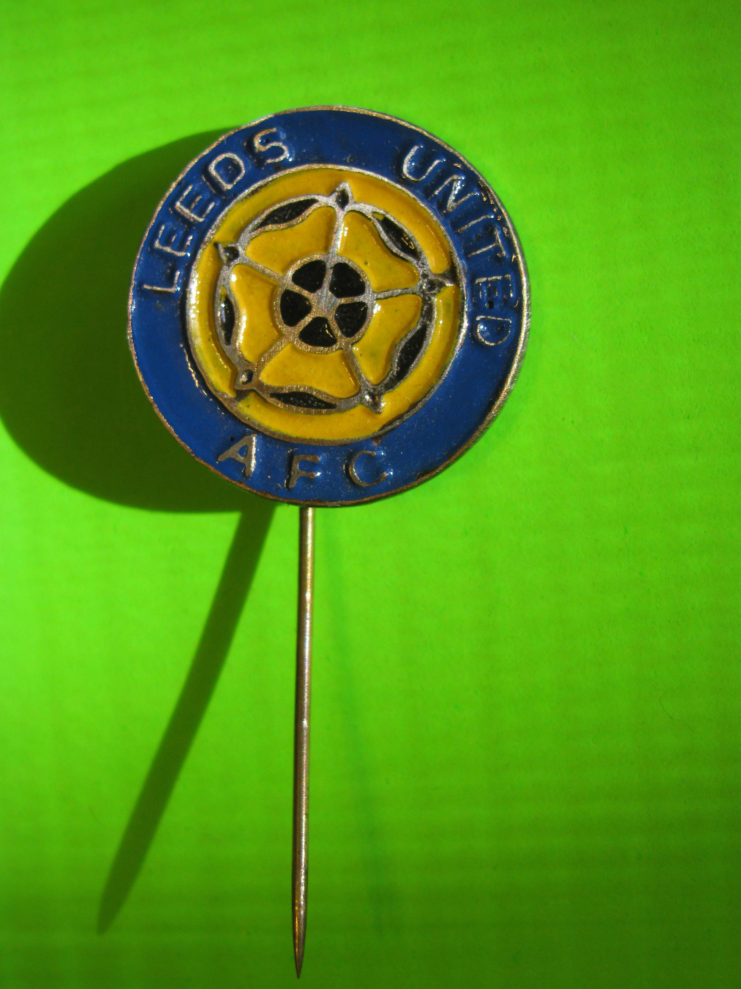 *SOLD* Vintage LEEDS UNITED FOOTBALL AFG Circular Stick Pin