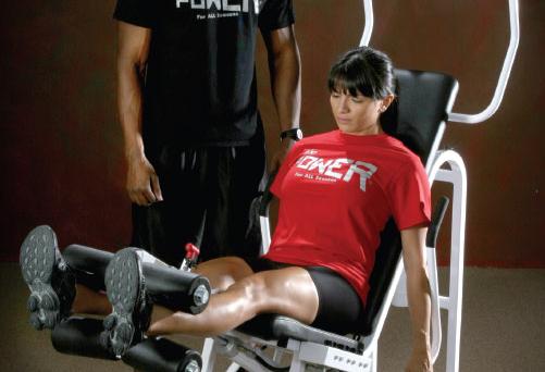 woman doing a leg workout at the gym