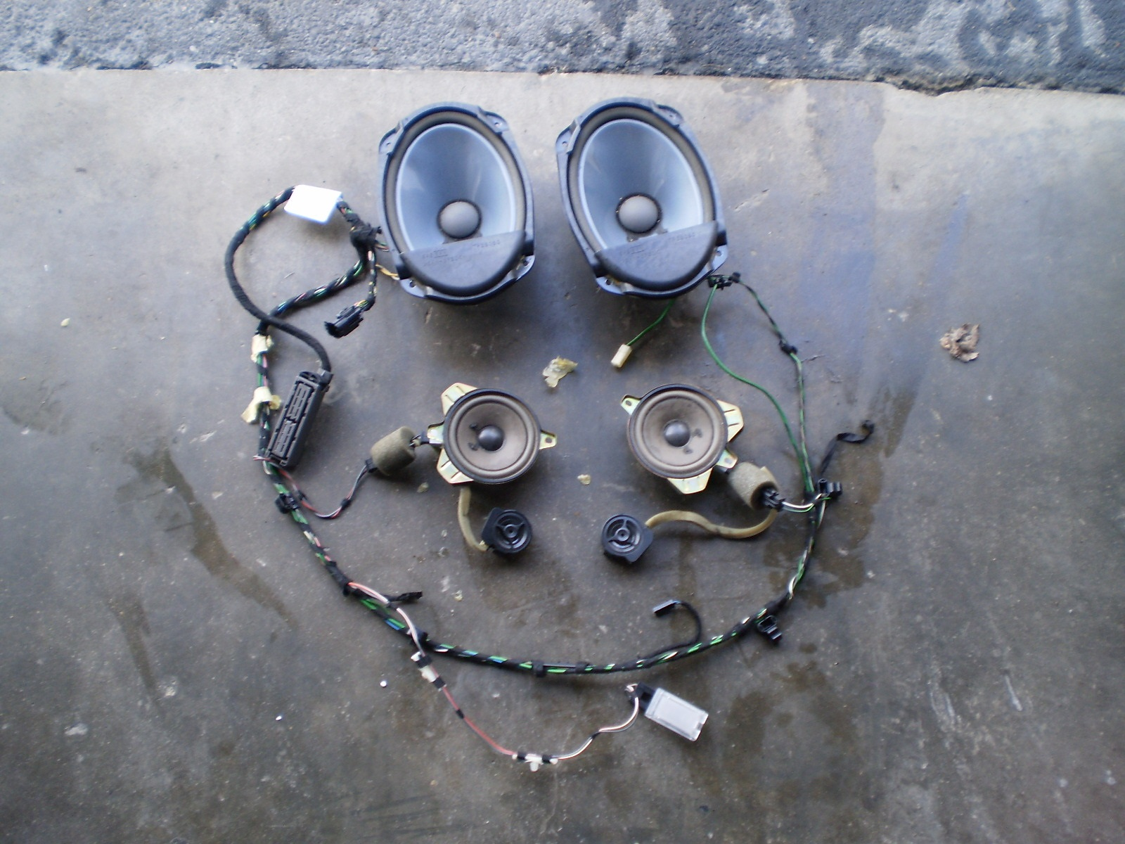 03-06 SAAB REAR SPEAKERS