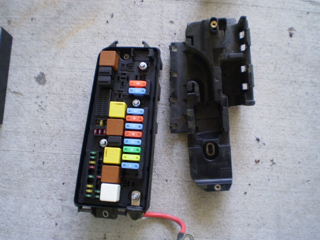 03-07 Saab 93 Fuse Relay Box Panel